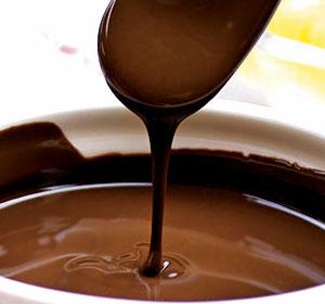"""チョコレートパックをなんと素脚に!? 超贅沢!ご褒美チョコで脚もツルツル! バレンタイン限定""""脚""""チョコパック"""