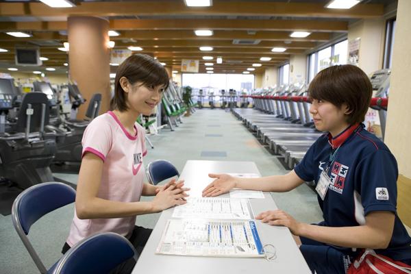 2011 年度JCSI(日本版顧客満足度指数)調査結果 【フィットネスクラブ部門 メガロスが顧客満足度1 位を受賞!】 「お客様の満足を感動と喜びに変える」企業理念を追求してまいります。