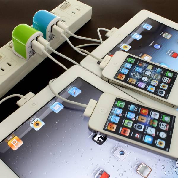 【上海問屋限定販売】 iPhone5対応 2.1AだからiPadも同時に充電可能 2ポートタイプUSB-ACアダプタ 販売開始
