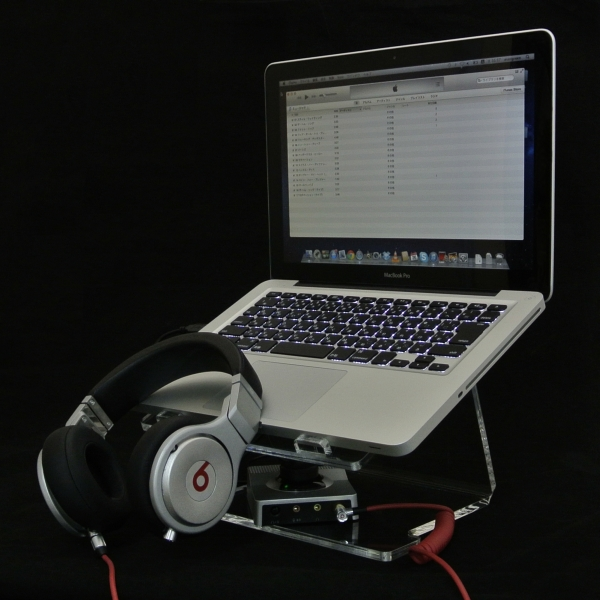 【上海問屋限定販売】ノートPCやiPadをクールにカッコよく もっと使いやすく アクリル製のノートパソコンスタンド 販売開始