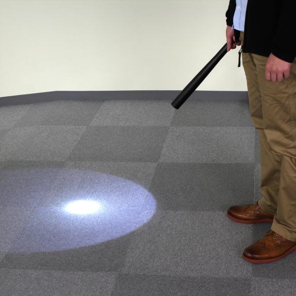 【上海問屋限定販売】 暗い夜道の強い味方 棍棒型 護身用にも使用可能 LEDライト販売開始