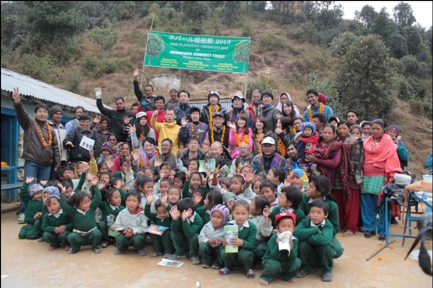 ~2013年度 ネパール支援活動のご報告~ 宮脇昭先生の指導のもと、命を守る森づくり 約140名が参加、ネパールでの植樹本数は述べ45万本に