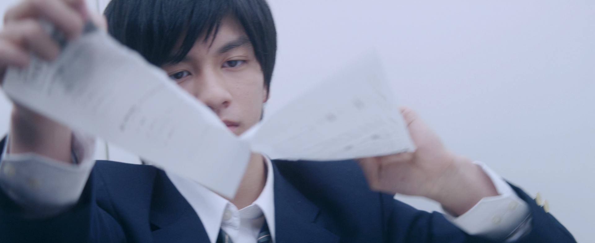 YouTubeで「感動的」「泣ける」と話題の動画のフルストーリー版が完成!「おしえるしごと、おそわるしごと~紙をやぶく少年~」(主演:朝倉あき、田中偉登)を4月23日(木)より公開いたしました。