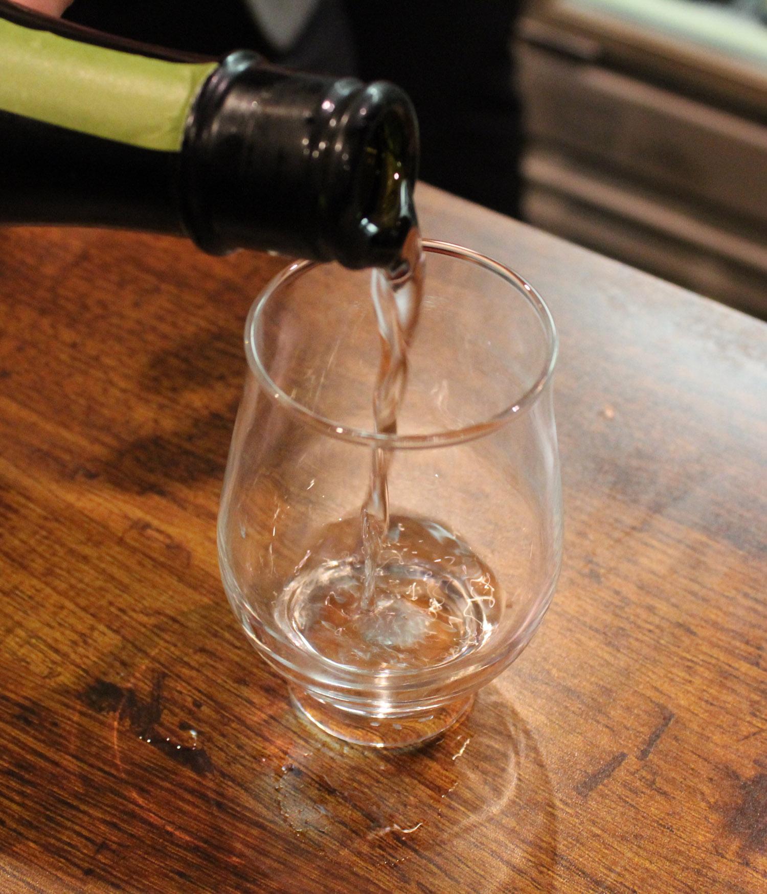 神戸市三宮に全国の銘酒やレア種も日本酒 60種以上時間無制限 セルフ飲み放題 日本酒センターニューキタノザカが 4/4OPEN !