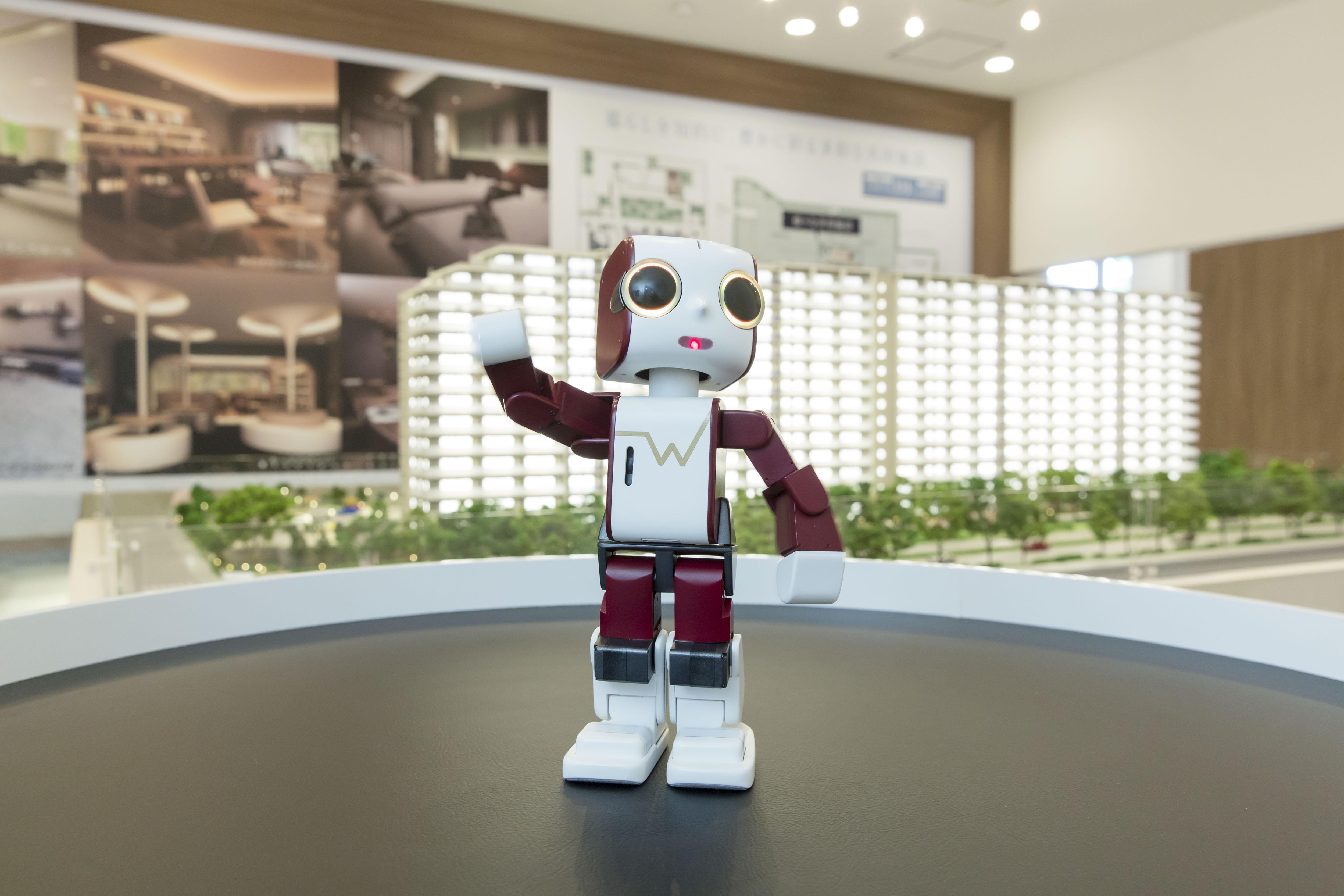 ロボットクリエーター高橋智隆氏開発「ウエリボ」に エーアイのAITalk(R)3声の職人が採用  ~「ウエリスつくば竹園」にて案内ロボットとして活躍中~