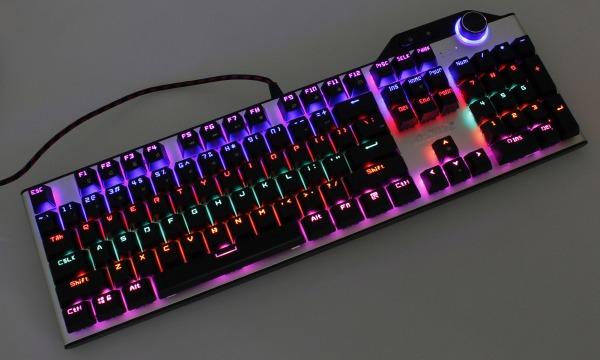 【上海問屋限定販売】 人気の黒軸 鮮やかに光るキーボード ボリューム調節機能つき 中華黒軸・USBゲーミングキーボード 販売開始