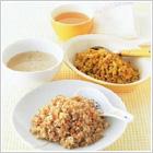 ボリューム満点! しっかり食べヤセ!  食事置き換えダイエット<スリムトップス+5>に 『レンジdeごはん 中華風炊き込みごはん&ドライカレー』新発売