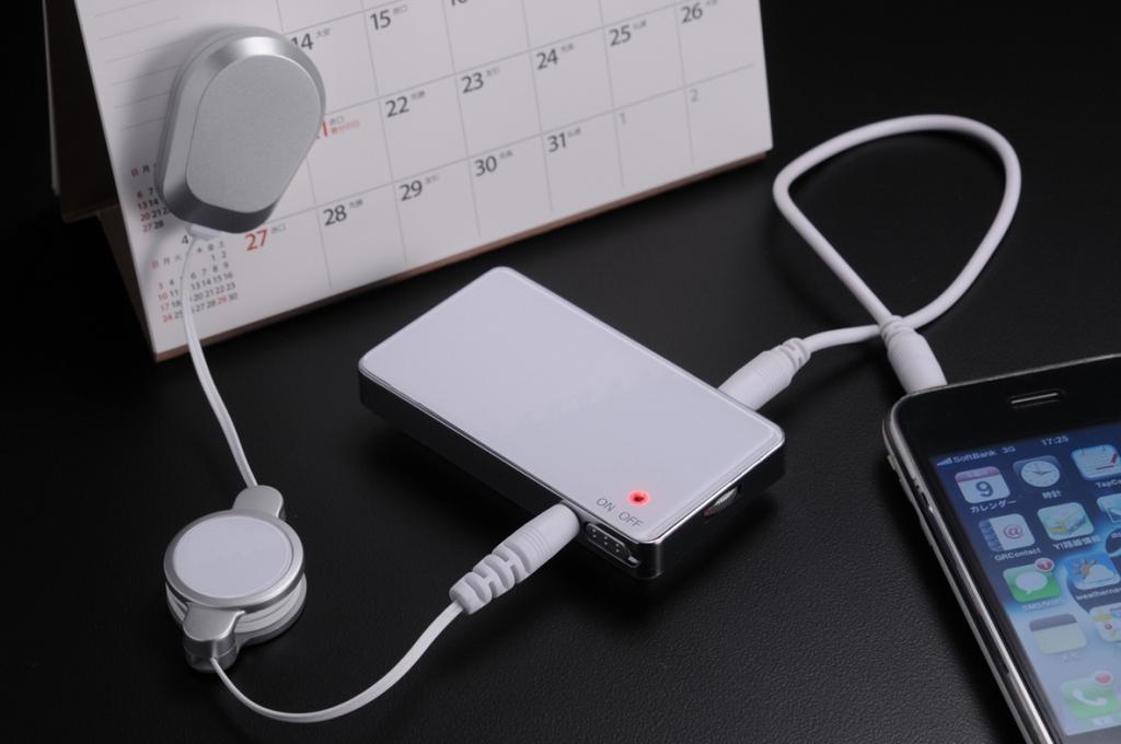 スマートフォンのスピーカーとしてもベストマッチ!! ~イヤホンでもない、固定スピーカーでもない、新タイプのスピーカー~ いろんなものをスピーカーに!「ピタッとスピーカーplus」3色発売開始!