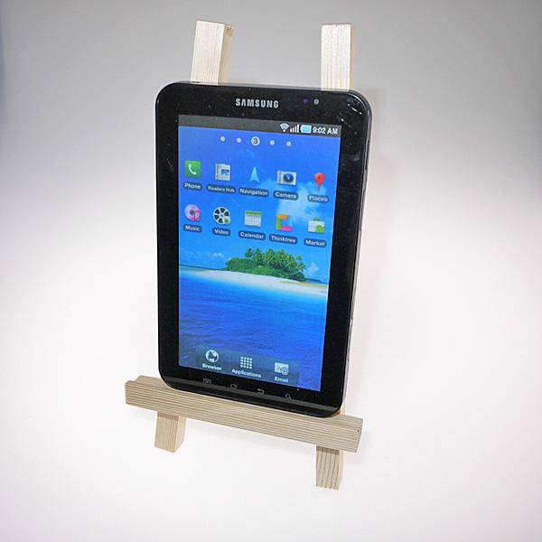 【上海問屋限定販売】 スマートフォンやiPadなどのタブレットを芸術的に立てかける イーゼル型モバイル機器スタンド 販売開始