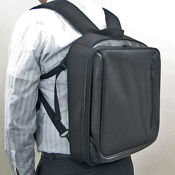 【上海問屋限定販売】パソコンバッグに革命 立ったままでパソコン操作を可能にする ノートパソコン用2Wayバッグ 販売開始
