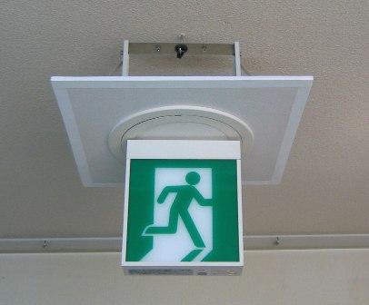避難設備の誘導灯設備工事を容易にする/誘導灯用シーリングホールの新製品