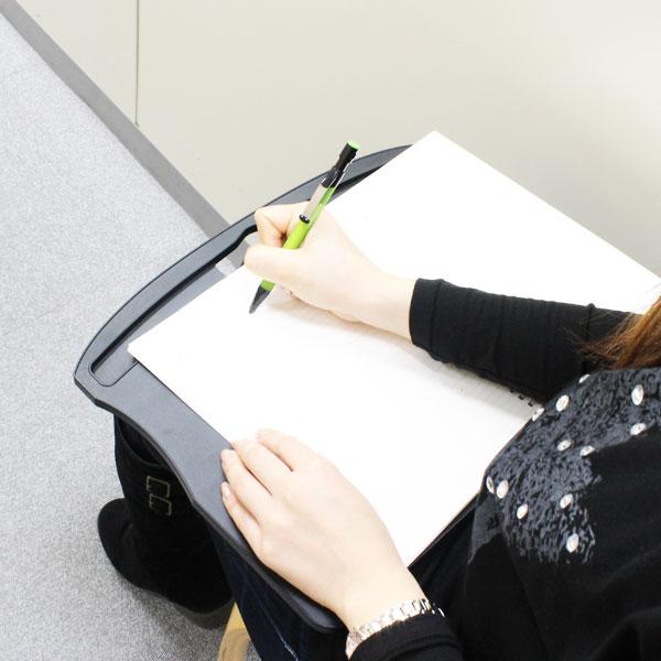 【上海問屋限定販売】 テーブルがなくても楽々ノートパソコンを使う 膝の上での作業に便利 クッション付きラップトップテーブル2種 販売開始