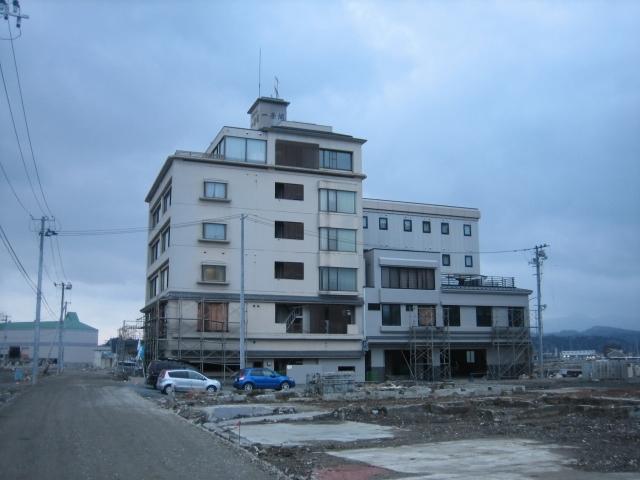 気仙沼港にホテルの灯をともそう。   東日本大震災の津波で被災した気仙沼市の「ホテル一景閣」は株式会社ナクアホテル &リゾーツマネジメントのサポートのもと、5月15日(火)より営業を再開いたします