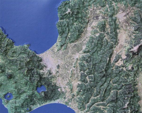 地形の凹凸を立体化した「わかりやすい地図」にミニ版が登場! MAPSHOPにて、立体地図ミニ「ランドサットシリーズ」を取扱い開始。