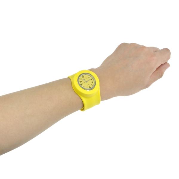 【上海問屋限定販売】 ワンコインで買える腕時計 ワンタッチで装着可能 シリコン製カラフルスラップ腕時計 販売開始