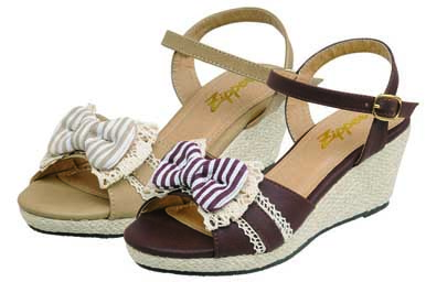 夏物需要に先駆け実施 人気ブランド「Admiral SANDALS」、「Zipper」などの靴を1990円で販売 「大量発注・一括納品・売り切れ御免方式」で低コスト化を実現 2013年4月25日(木)一斉販売開始