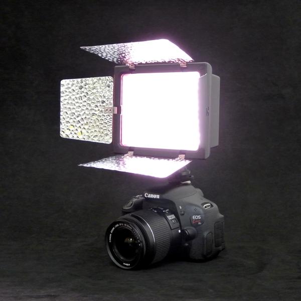 【上海問屋限定販売】写真をプロに近づけよう 反射板つきでスポット照射も可能 調光機能 リフレクター付きカメラ用LEDライト 販売開始