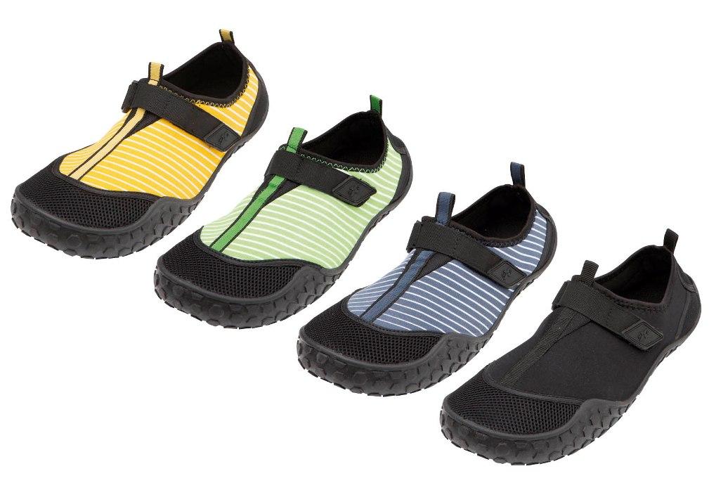 夏の靴需要に先駆け、同時実施 軽量レインブーツなどを990円、人気ブランドのサンダルなどを1990円で販売「大量発注・一括納品・売り切り型」で低コスト化を実現 合計約13万6千足を2013年6月6日から全国一斉販売!