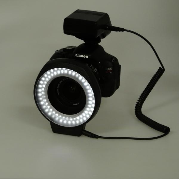 【上海問屋限定販売】レンズを取り囲むように取り付けるライトだから真正面から明るくできる 一眼カメラ用 調光機能付きLEDマクロリングライト販売開始