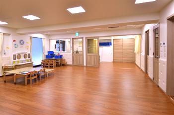 開校3ヶ月で、定員を超える申込数 子供のIQ140を保証する 日本一月謝の高い保育園