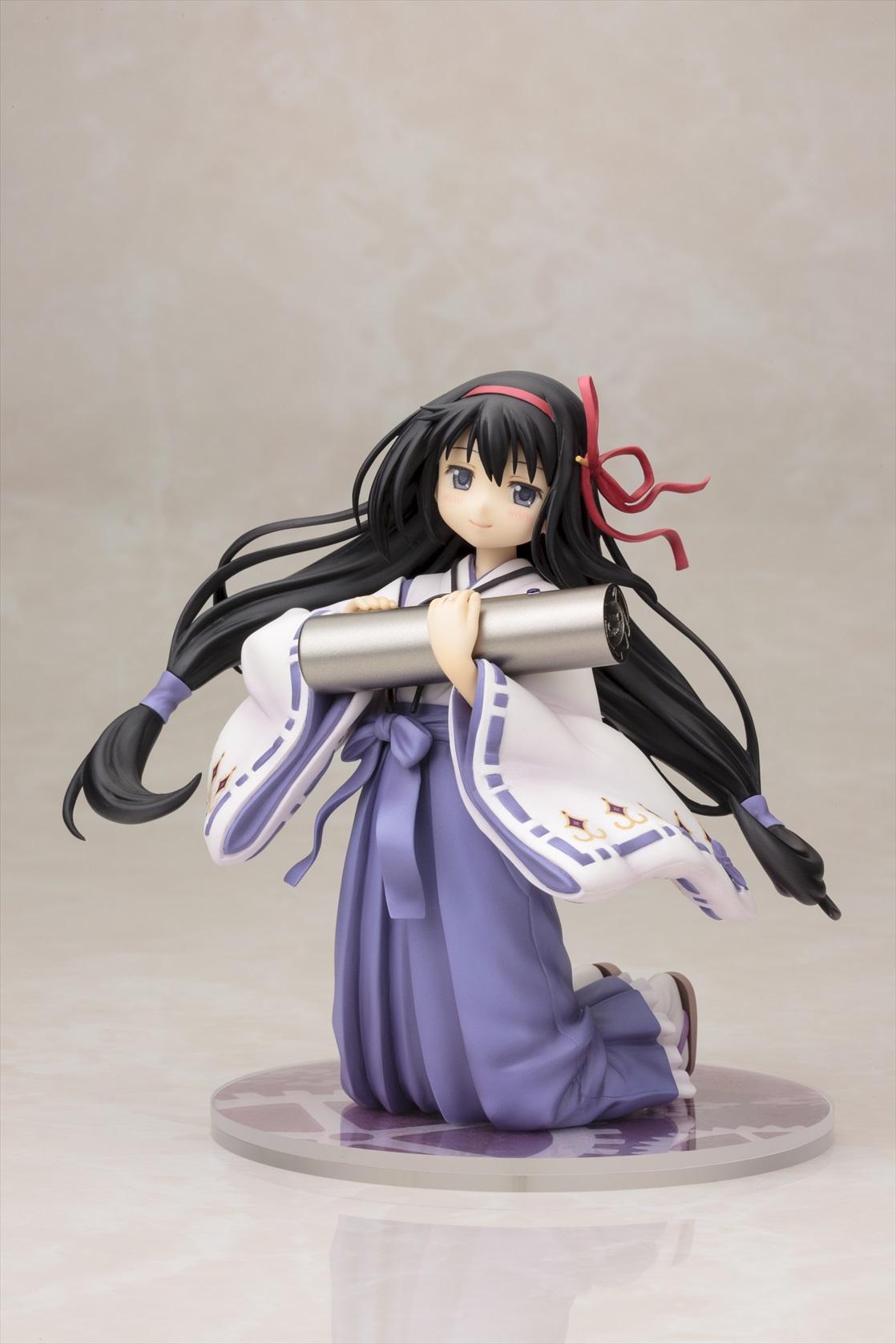 """痛印堂""""紫高の痛印""""のために描き下ろされた 巫女服姿の暁美ほむらが2015年5月に発売!"""