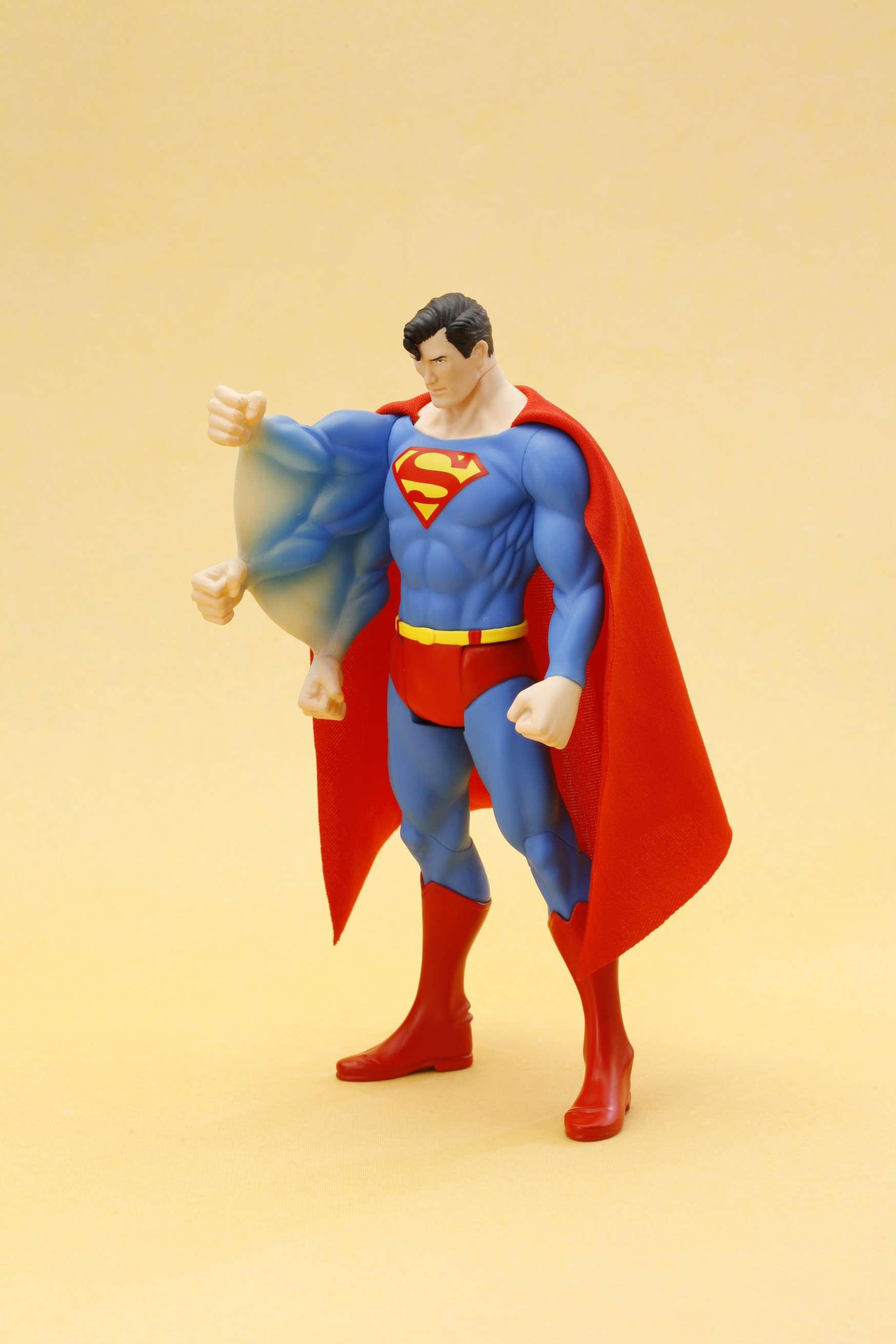 """動きそうで、動かない!アクションフィギュア""""風""""固定ポーズフィギュアの新シリーズ始動! 「ARTFX+ スーパーマン スーパーパワーズ クラシックス」7月発売"""