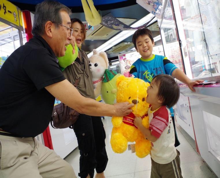クレーンゲームが上達して誰でも、孫や家族のヒーローに!! 【9月19日 敬老の日】60歳以上の高齢者を対象としたクレーンゲームの達人検定 シニアの部無料開催!!