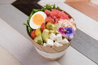 ハワイで愛され8年連続No.1のサラダ専門店 「アロハサラダ」2号店が六本木にオープン! ビジネスパーソンの身体づくりをサポートする ボリューム満点のサラダランチがオフィス街に登場