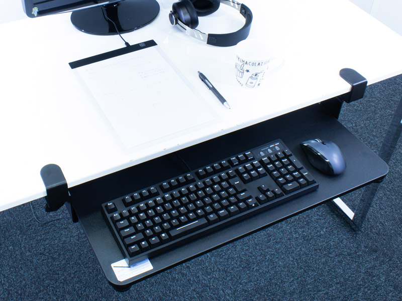 【上海問屋限定販売】  机の天板の下にキーボードを収納 簡単とりつけ クランプ固定キーボードトレイ 販売開始