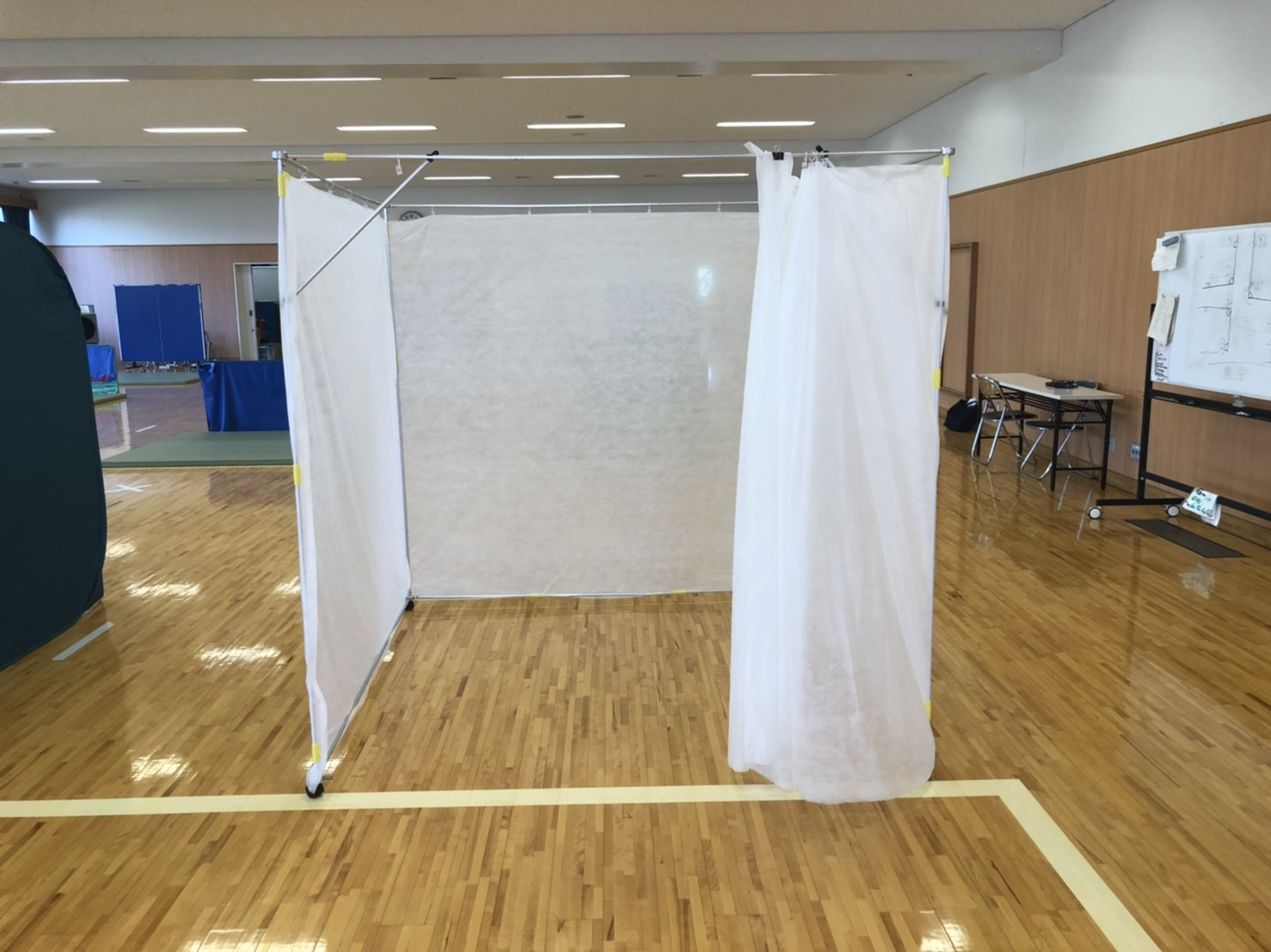 コロナ渦の飛沫感染対策に︕避難所開設用環境配慮型不織布パーテーション 「エアトーレ+」発売開始